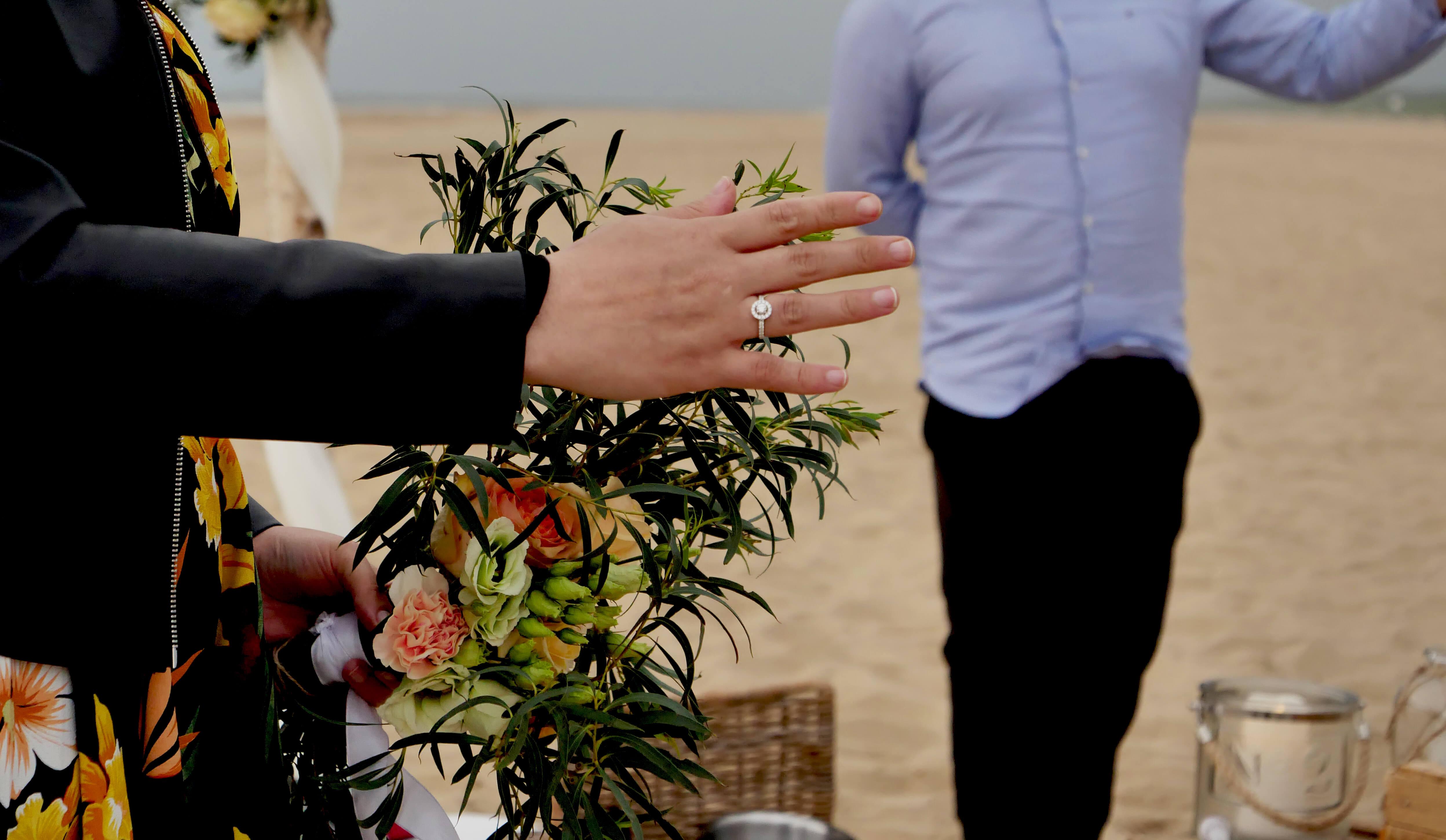 Huwelijksaanzoek op het strand